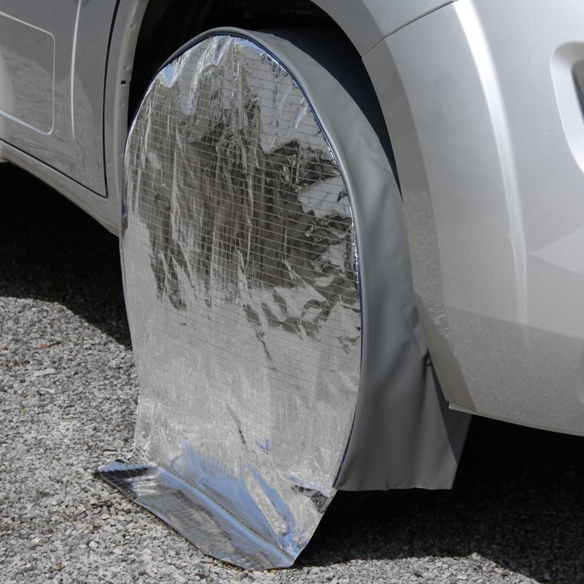 Wheel protection cover with sun reflection, twin axle